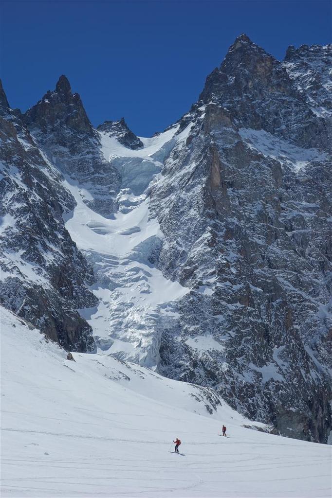 de la poudreuse froide à la poudreuse humide, plus bas sur le Glacier Noir