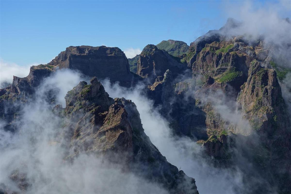 """les """"hautes"""" montagnes de l'intérieur: la splendide randonnée entre les Picos de Arieiro et Ruivo"""