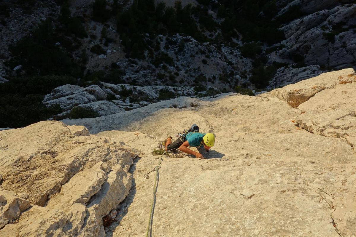 dans L4, vues vers les grimpeurs