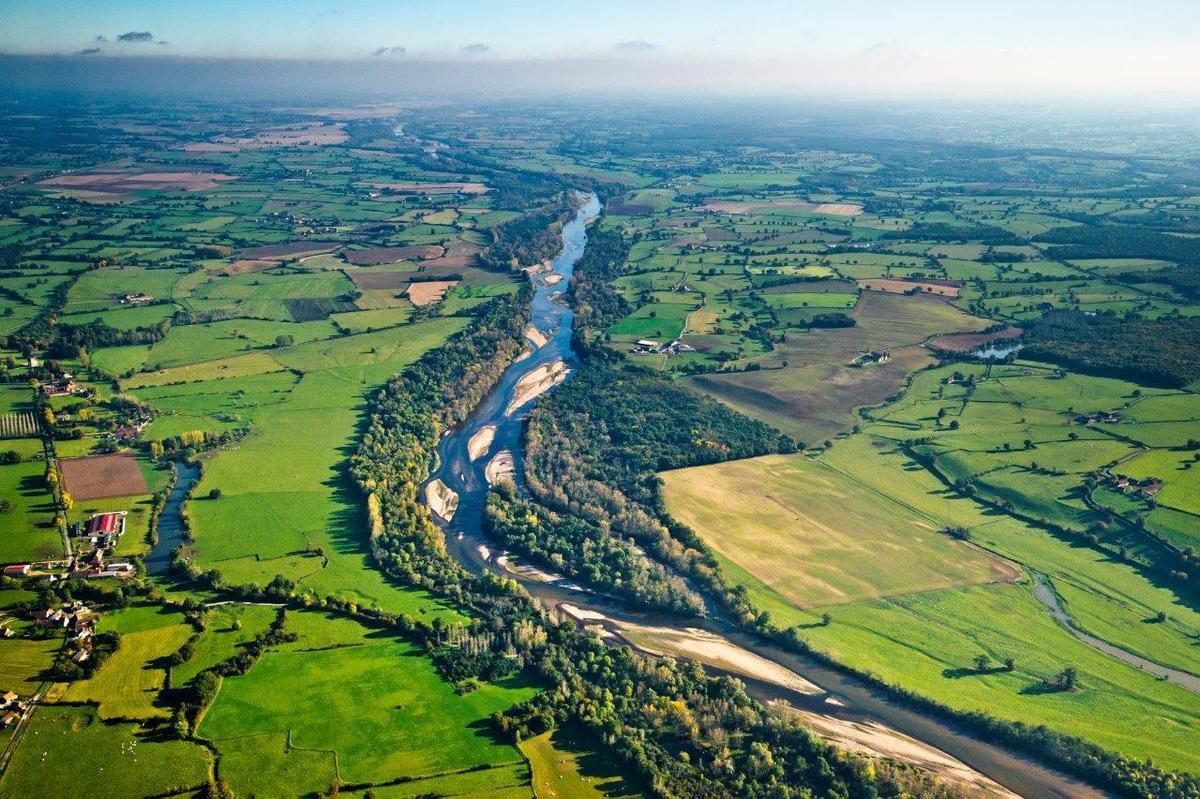 Photo philippe busser (extrait du livre Sur les traces de l'Allier, histoire d'une rivière sauvage - estelle cournez)