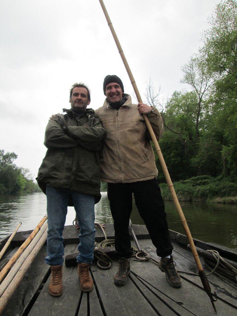 """Gilles et Dominique, chargés des """"écueils en rivière"""", fidèles à leur poste tout au long de cette remontée (photo cécile paris)"""