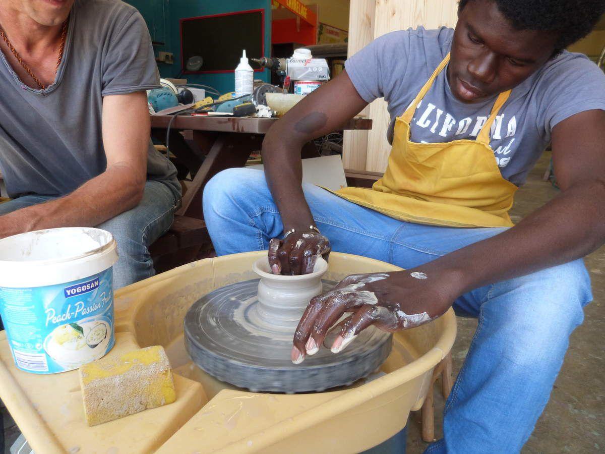 Atelier poterie, mai 2015 : Abas, Eloïse, Elsa,  Harouna, Kévin, Khadijah, Marouane