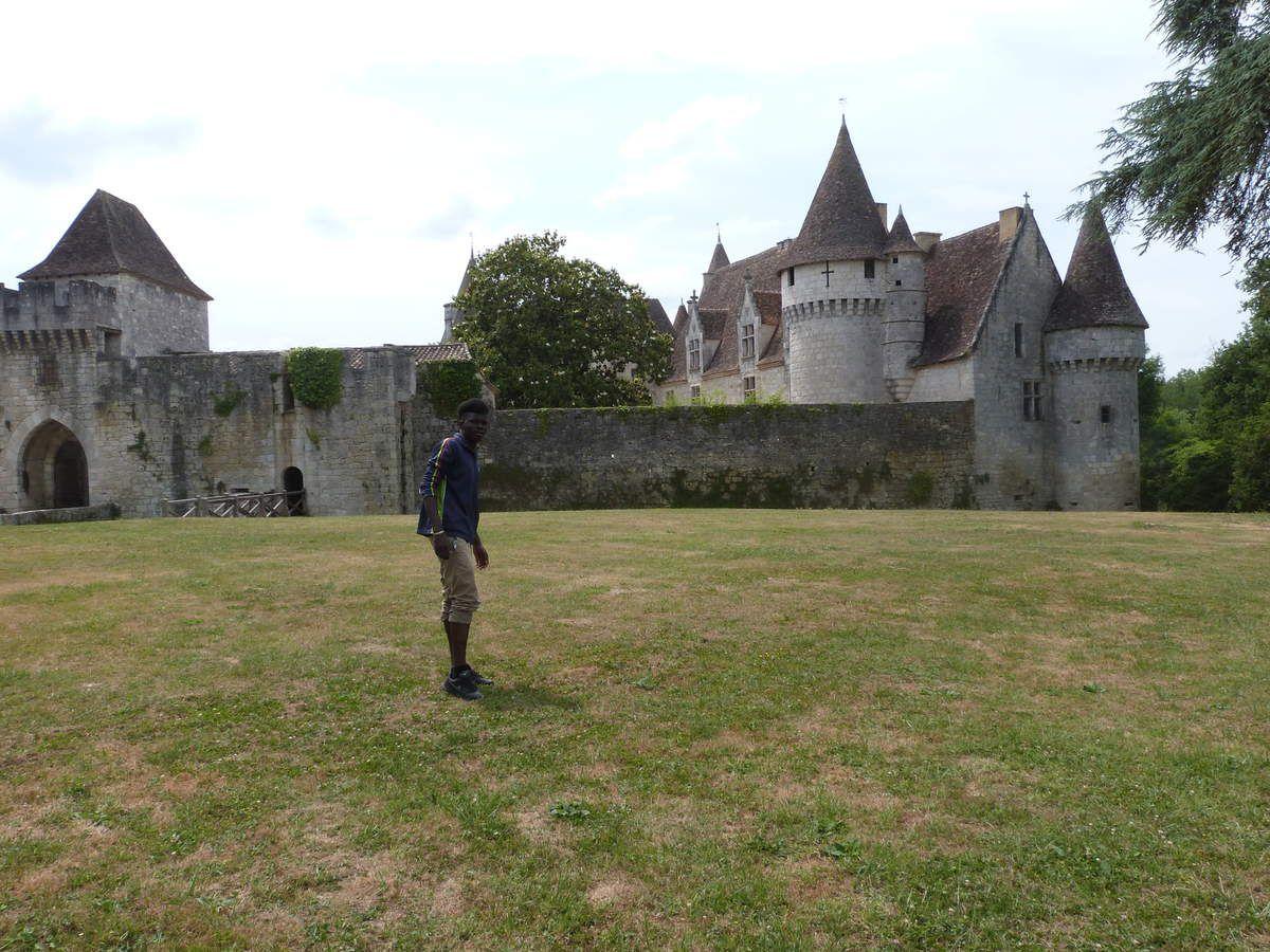 Harouna découvre le château de Bridoire
