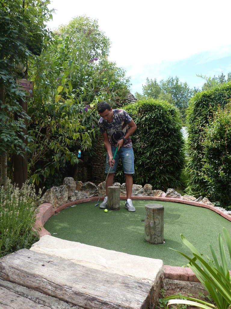 Mini-golf du Bugue, le 30/07/15 : Aleksandër, Danny, Harouna, Jérémy, Khadijah, Mahamadou, Marouane, Nicolas,Redi