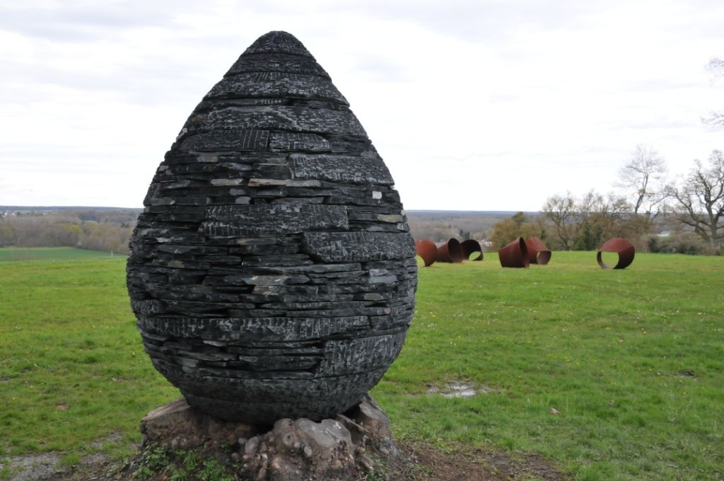 "- ""Cairn"" d'Andy Goldsworthy -"