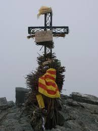 Le Canigou et sa croix au sommet, préparée comme torchère
