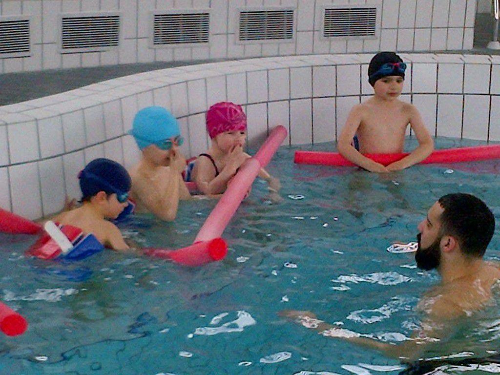 Deuxième séance de piscine. Les enfants ont toujours autant de plaisir à nager, sauter, mettre la tête sous l'eau...