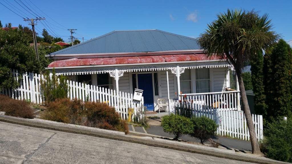 (Un indice : A Dunedin on peut arpenter la rue la plus pentue du monde parait-il !)