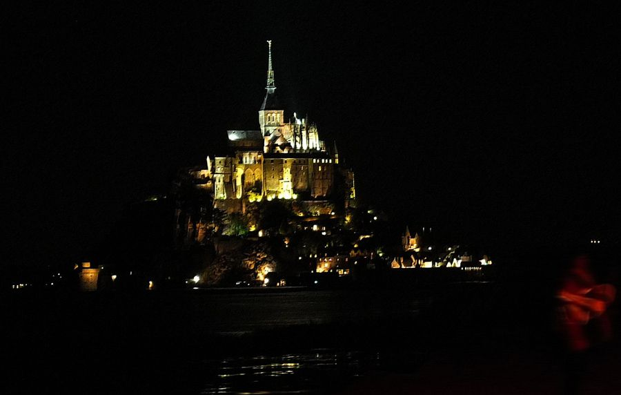 """ Mount- Sant - Michel à fâoque dé jou "" ( traduction du patois normand : Mont st Michel au crépuscule )          - © Michèle Chevallier"