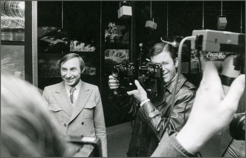 Jerry LEWIS inaugurant son exoposition à FNAC Etoile avec André ESSEL / Pdg de la FNAC.  © Ph Pons