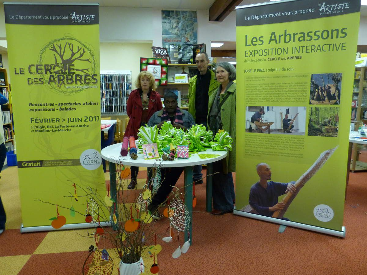 Le Cercle des Arbres : loisirs créatifs en compagnie des artistes à la bibliothèque de Rai