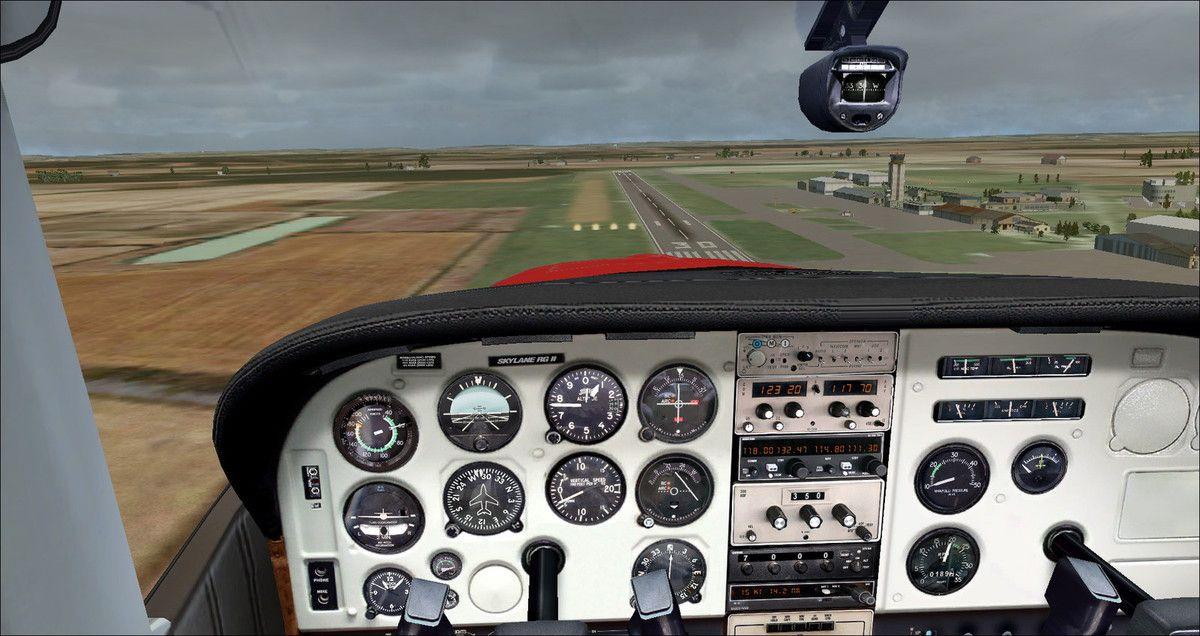Entraînements d'atterrissages courts sur piste 30L en herbe humide à Muret-Lherm...