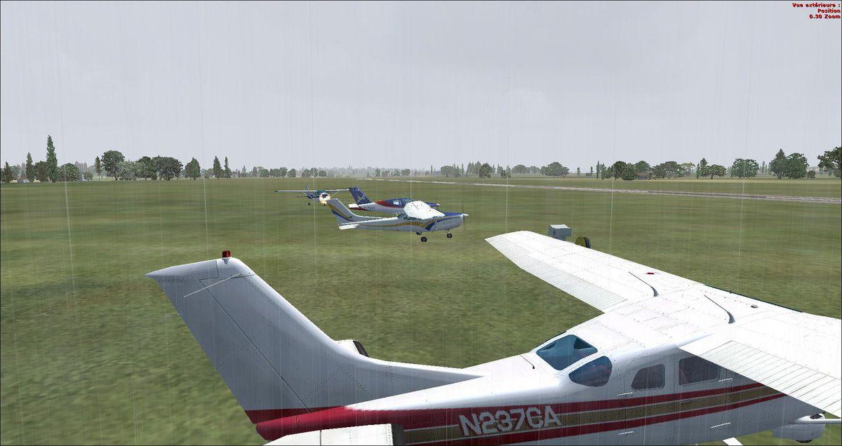 Sous la pluie, les aéronefs sont prêt au départ à St Adrien – à Saint-Adrien Grey.