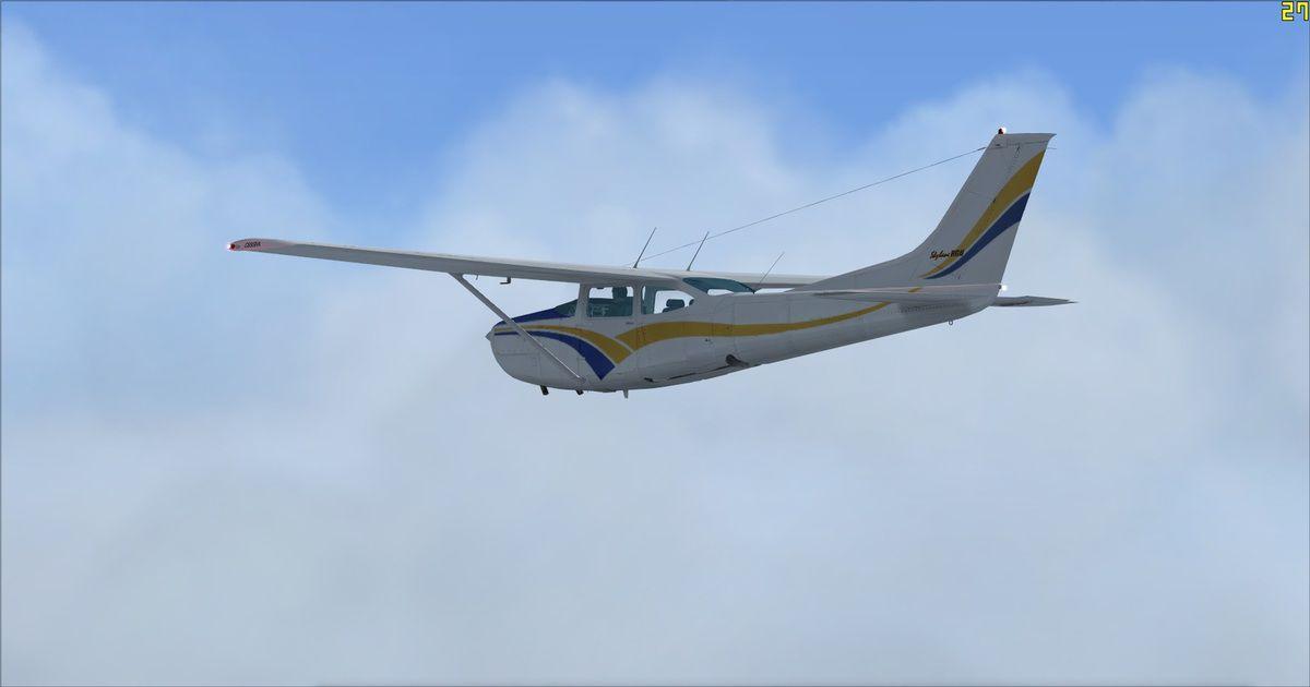 Le Cessna 182RG F-FRED dans une trouée...