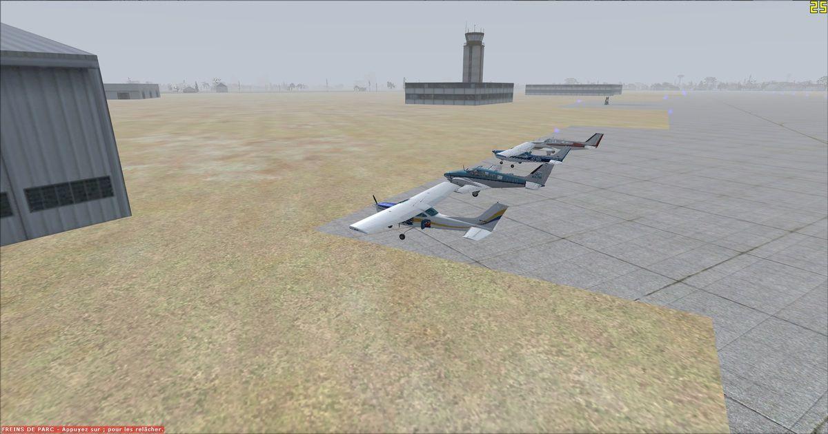 Les quatre appareils sur le parking, avec la tour de contrôle en arrière plan, réservé par le Trésorier de AVYA...
