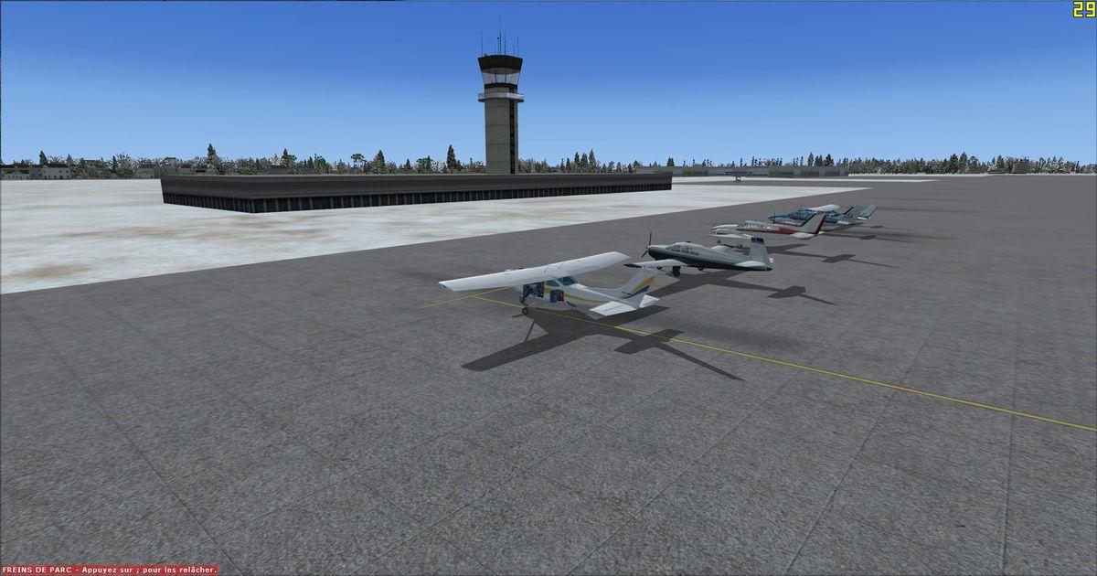 Les appareils au pied de la tour de contrôle de Tolmachevo...