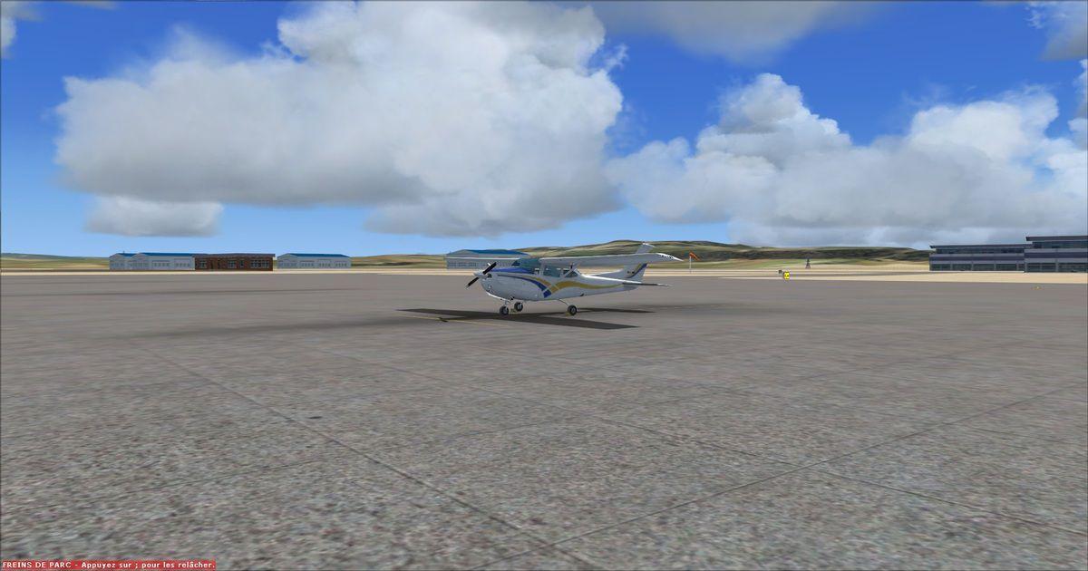 Le Cessna 182 prêt à Tanger (avec décors réalistes)...