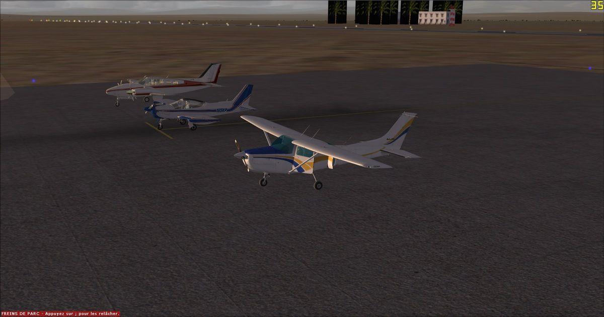 3 des 4 appareils sur la photo, car Loïc a déjà rentré son Cessna 182RG dans son hangar...