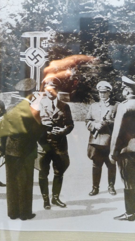 Le 11 juin 1940, après avoir envahi le Nord de la France, on signera à nouveau l'Armistice. Hitler viendra sur ces lieux.Il voudra ainsi effacer l'affront subi en 1918.Puis la voiture d'origine sera envoyée en Allemagne et accidentellement, elle prendra feu. Plus tard, on choisira cette voiture, semblable à la première et on édifiera un musée.