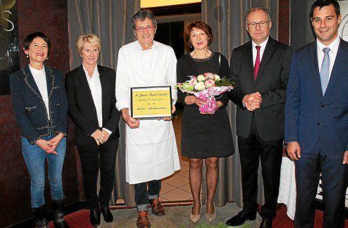Le récipiendaire avec son épouse, Gérard Derouin, Romain Boutron, Élizabeth Poineuf et Guylaine Nouët (amies du couple).