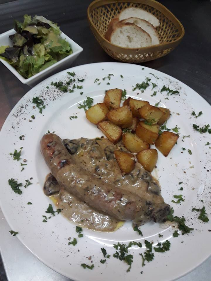TOULOUSE SAUSSAGE AND MUSHROOM SAUCE AT MAMA'S CAFE PATTAYA SOI -6