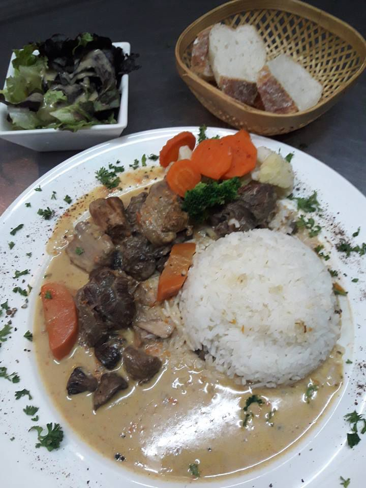 VEAL STEW..BLANQUETTE DE VEAU A L'ANCIENNE  MAMA'S CAFE PATTAYA