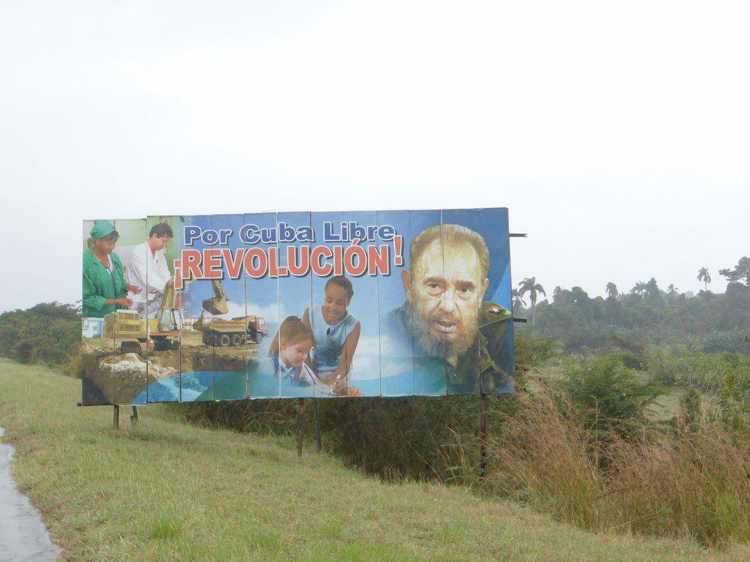 Chaque village contribue avec dévotion (ou crainte des représailles...) à la propagande