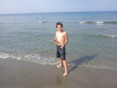 Puis découverte de la plage du camp: de la soupe!! Elle est au moins à 30°!!! Accompagnée de qqs méduses...ça s'est beaucoup moins rigolo :-(