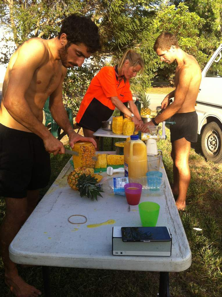 Making pineapple juice