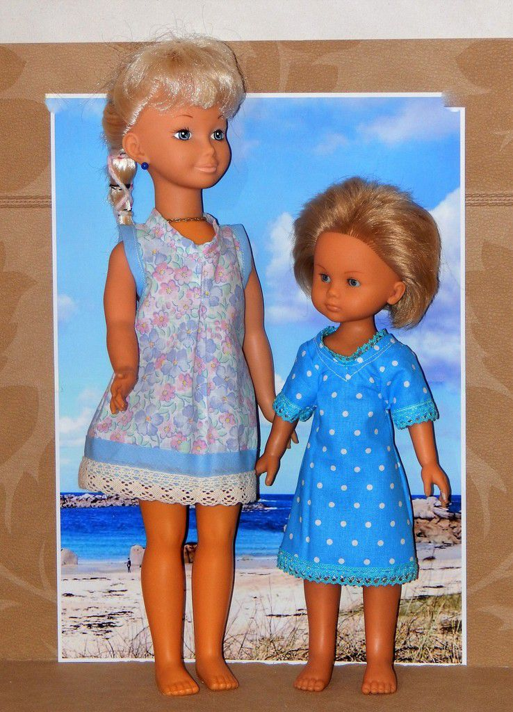 poupées de 44 cm à gauche et 35 celle de droite
