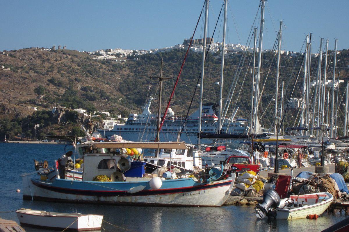 le quai de Patmos et sa Chora