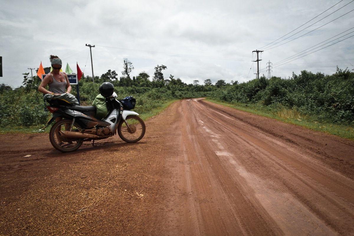 Vientiane, les rives du Mékong...Cascade de Tat Kuang Si..Province de Luang Prabang....Pakse..PLateau des Bolovens...Vat Phu Champask...Ban PhaPho...Tad Lo Jeu de Katow à Paksé...Don Det sur les 4000 îles...