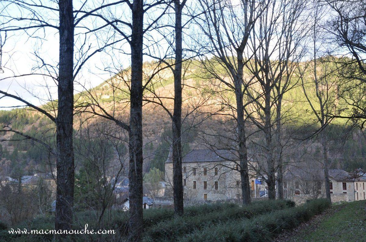 Le château de Florac vu depuis le haut du parc, ainsi que ... ==> ...