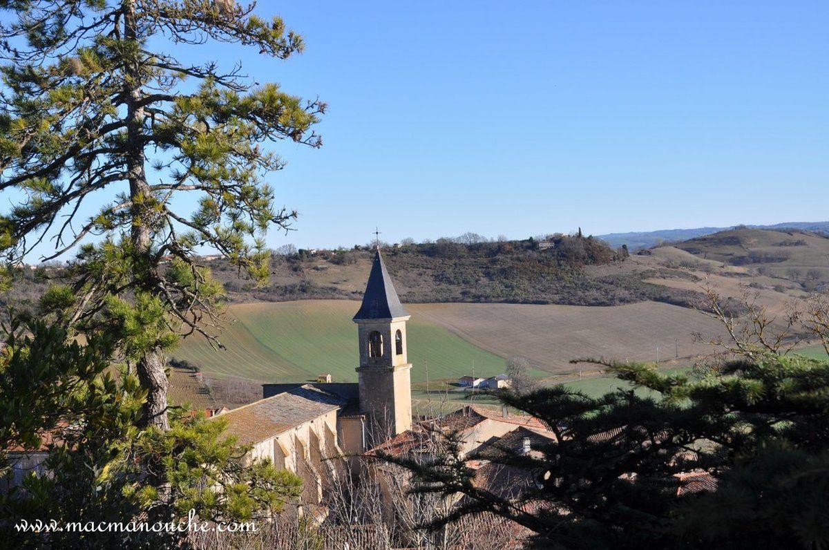 Nous sommes presque au sommet de la colline et on domine Lautrec et son église!