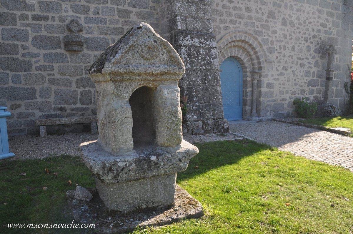 A côté du château se trouve l'église de Saint-Maixant.