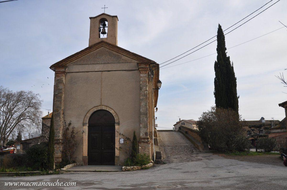 La chapelle: érigée entre 1684 et 1693, elle fut agrandie en 1842. Elle pouvait accueillir les 180 habitants du Somail, les patrons et les équipages stationnés dans le port et les habitants des campagnes avoisinantes. À chaque ''couchée'', une chapelle était présente pour permettre aux mariniers et autres voyageurs de se recueillir.