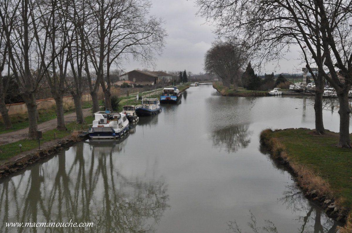 Après avoir contourné le lac, on rejoint le village de Homps en suivant le canal du Midi.