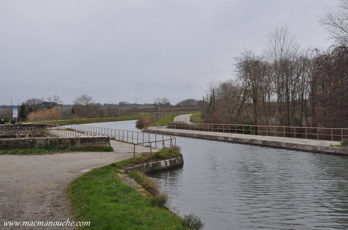 On a traversé le pont-canal … == > …