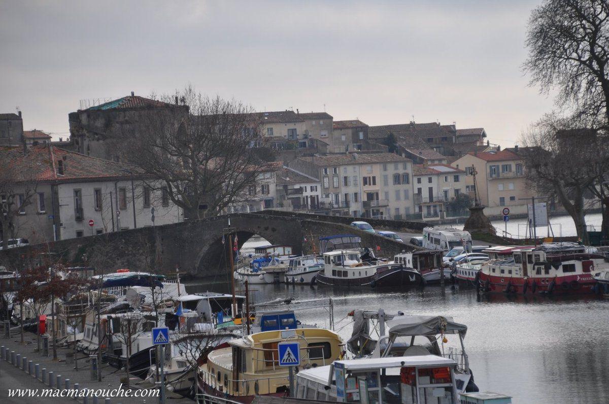 Beaucoup de bateaux au port de Castelnaudary!