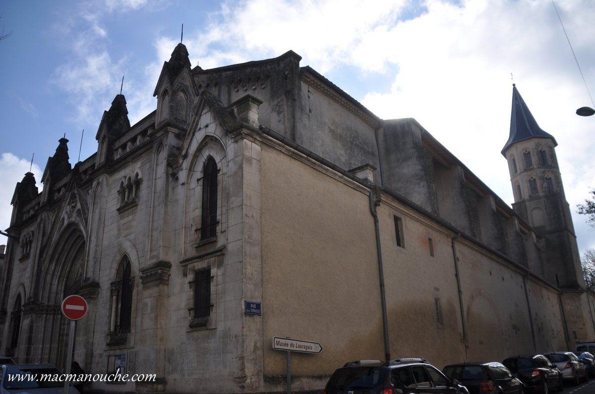 L'entrée principale de l'église.