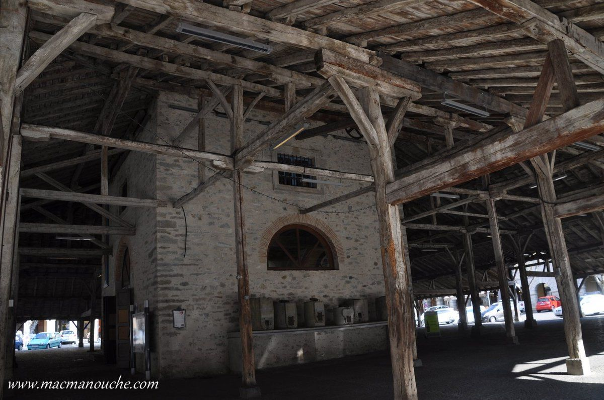 D'anciens conteneurs : double décalitre, trois décalitres, ...