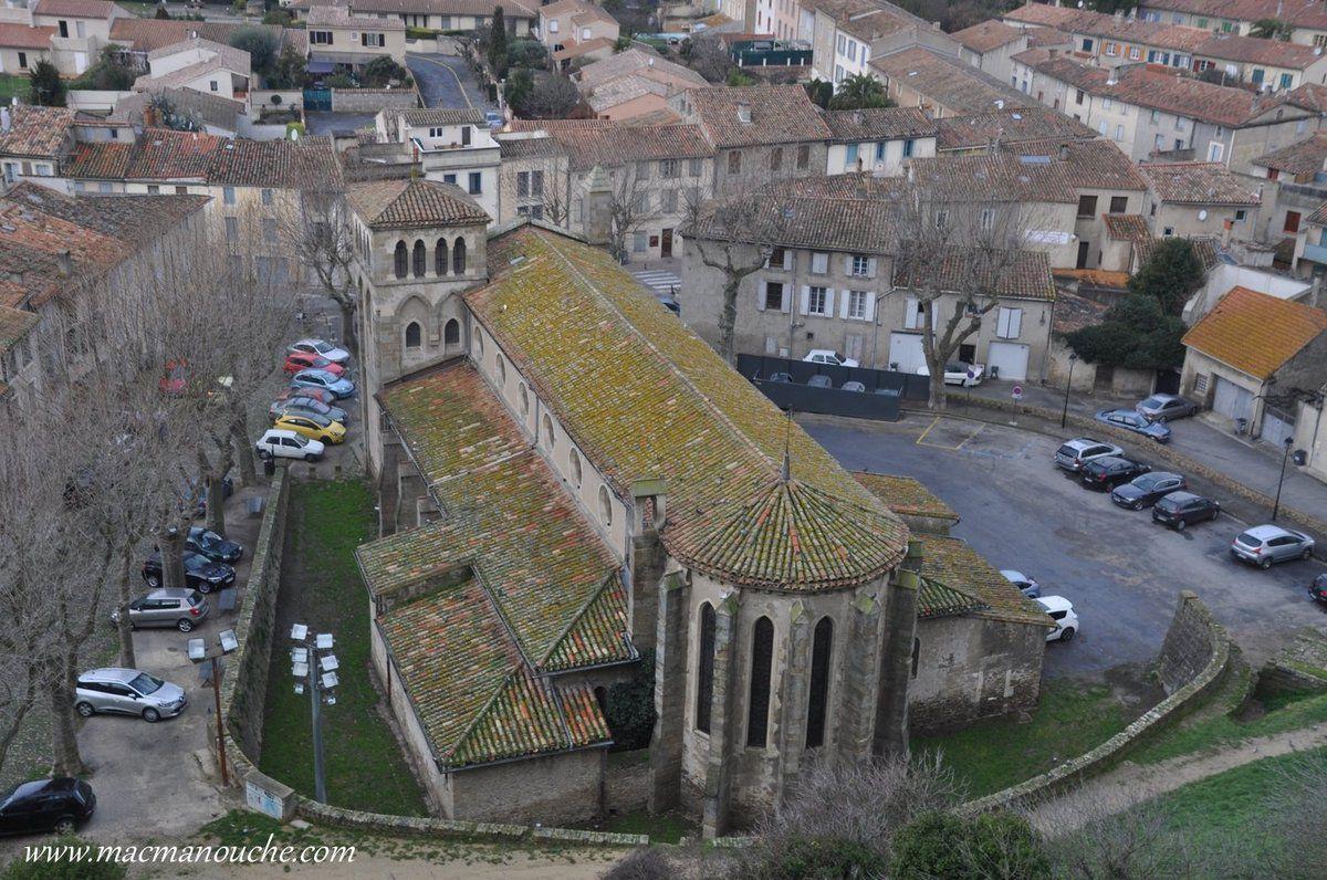 Au pied de la Citadelle, l'église Saint-Gimer.