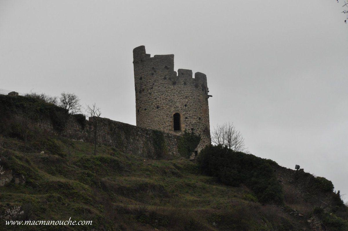 La Tour Pierregourde: l'une des deux tours restantes de l'ancien rempart de la ville autrefois armé de 12 tours. Pierregourde signifiant la tour de guet en pierre, tour nord de la ville.