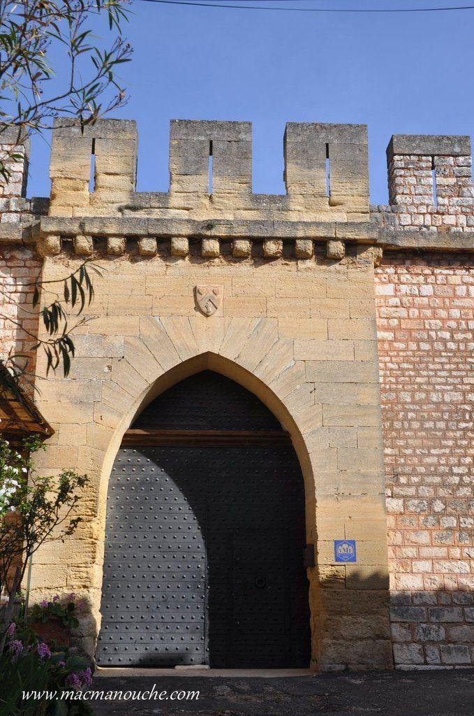 L'entrée principale du château privé, qui ne se visite pas.