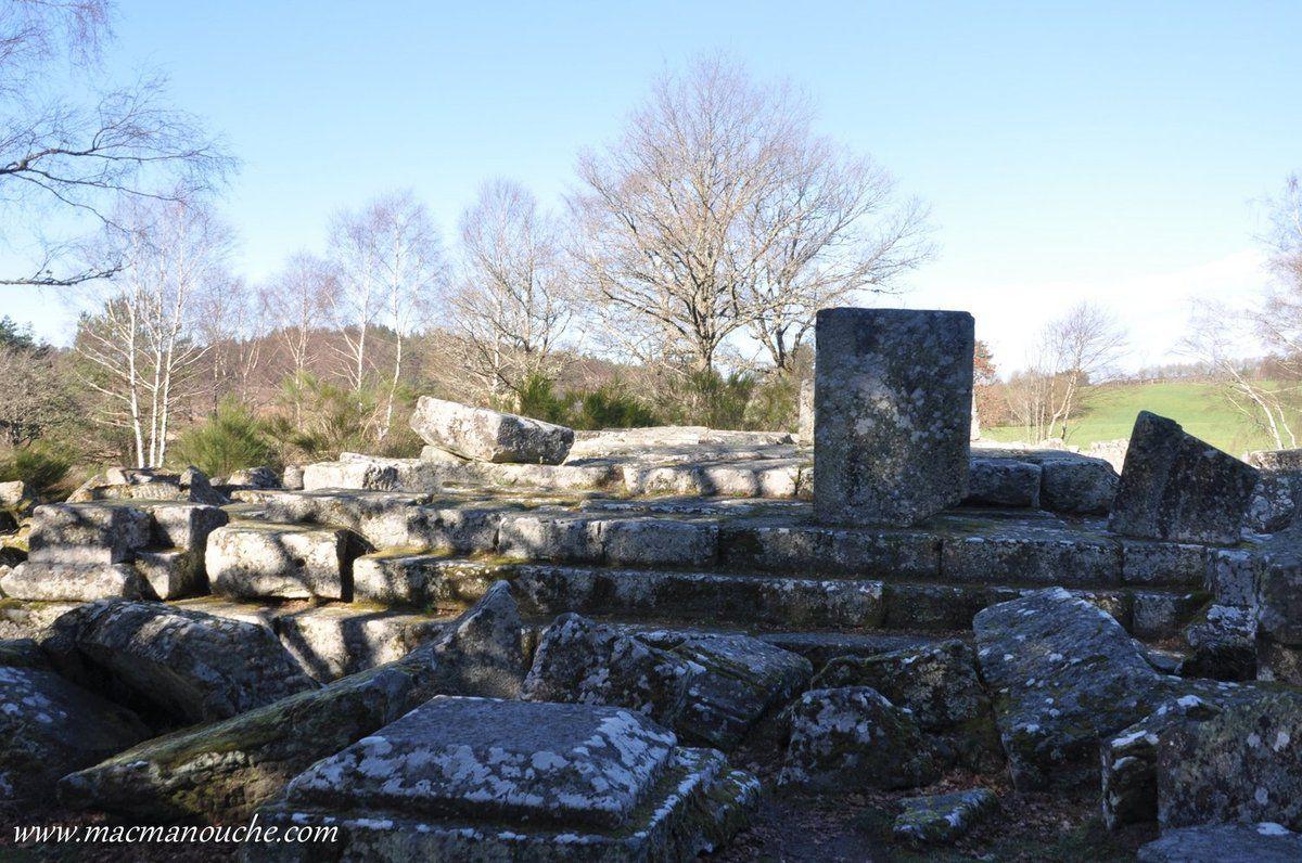 Ce sont deux mausolées sur lesquels les archéologues continuent de travailler et le site est bien loin d'avoir dévoilé tous ses secrets.