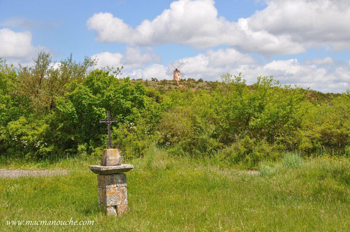 Du haut de la colline du Rédounel, … == > …