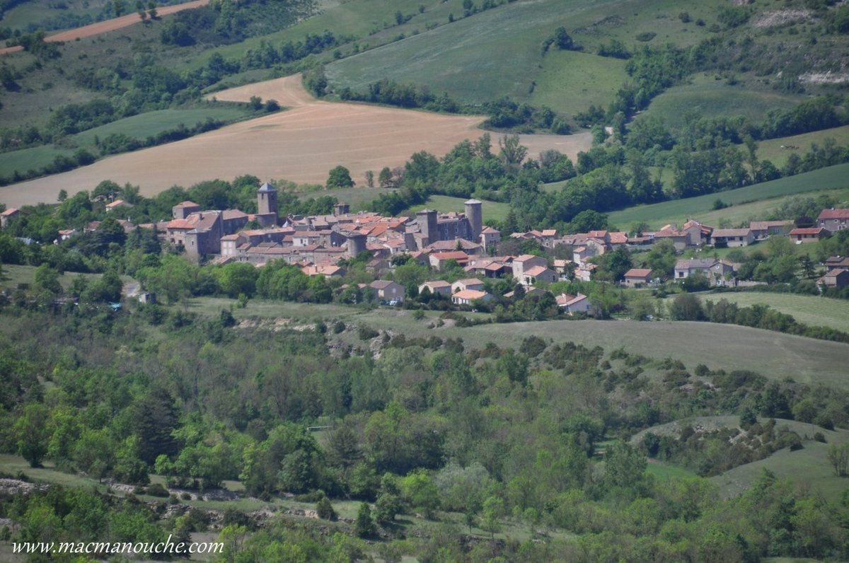 … == > … aire panoramique d'où l'on domine Sainte-Eulalie-de-Cernon.
