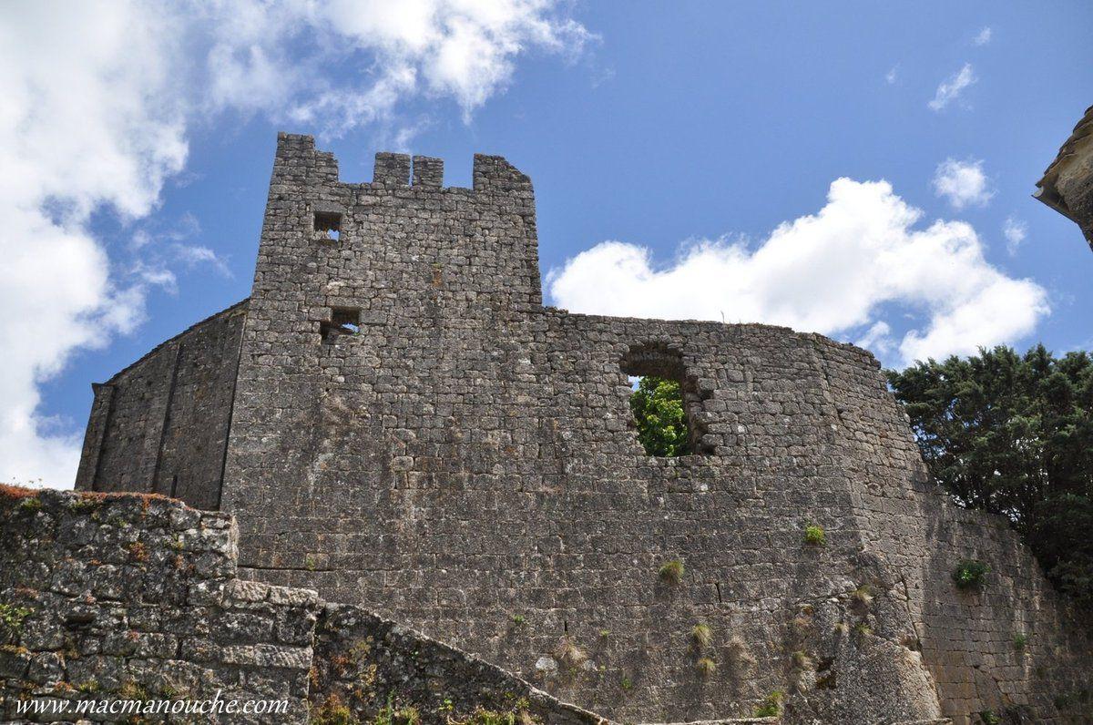 ( ''10''   sur le plan ) Château (privé)  … == > …