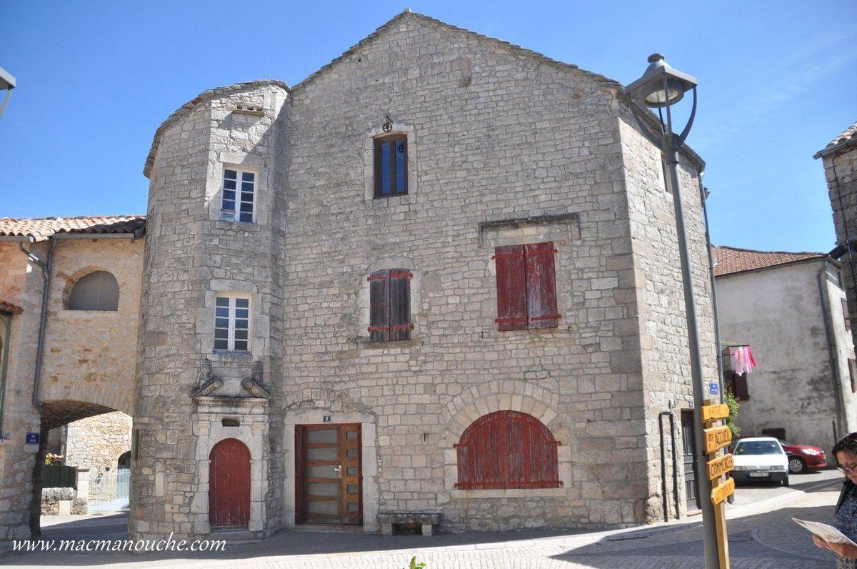 A l'intérieur de l'enceinte,  des maisons du XVème et des hôtels particuliers du XVIIème siècle.