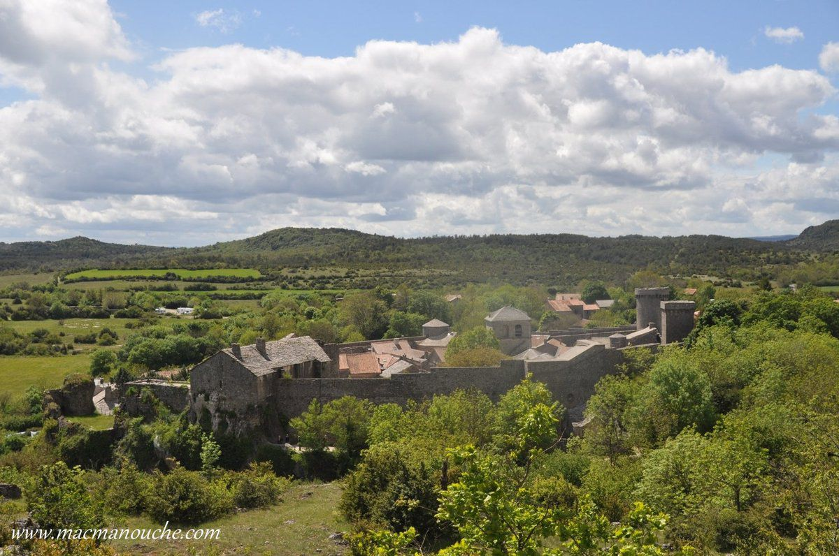 … == > …  village classé parmi ''Les Plus beaux villages de France''.